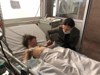 «Шёл босиком». В Москве трое детей попали в реанимацию после того, как их в лесу без одежды оставила мать