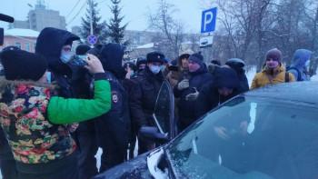 Активисты рассказали о судьбе задержанных во время флешмоба с фонариками в Нижнем Тагиле 13 февраля