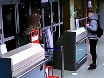 Пьяный тагильчанин разбил дверь выхода на посадку в аэропорту Кольцово