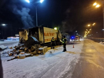 Под Екатеринбургом «Газель» врезалась в фуру «Магнита» и загорелась, водитель сгорел заживо