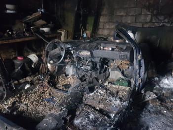 В Нижнем Тагиле мужчина решил распилить автомобиль, но сжёг гараж