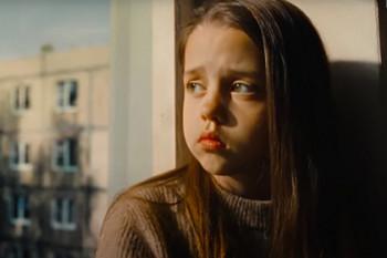 УФАС по Свердловской области признало оскорбительным рекламный ролик «Брусники», где девочка показывает средний палец