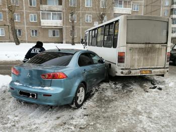 В Нижнем Тагиле водитель пассажирского автобуса устроил ДТП с пострадавшими