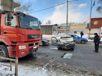 Пьяный водитель без прав устроил ДТП с иномаркой и грузовиком в Нижнем Тагиле