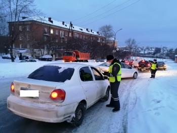 В мартовские праздники сотрудники ГИБДД оштрафовали 29 водителей в пригороде Нижнего Тагила