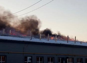В Серове на площади 350 квадратных метров горит хлебозавод