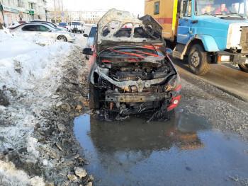 В Нижнем Тагиле сгорел автомобиль, пока владелец был на работе