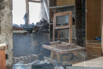 «Боюсь утром проснуться под обломками». Жители деревянного барака в Северном посёлке жалуются на невыносимые условия проживания