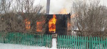 На теле 90% ожогов. Трое человек чуть не сгорели в пожаре в посёлке под Нижним Тагилом