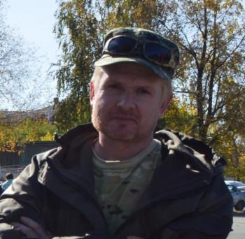 Сотрудники СК пришли с обыском к тагильскому активисту, критиковавшему власти в соцсетях