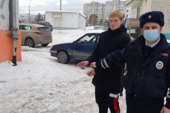 В Лесном сотрудники ГИБДД задержали местного жителя, который после ссоры с родителями угнал автомобиль (ВИДЕО)