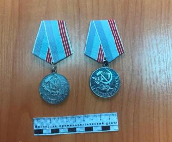В Нижнем Тагиле на женщину завели уголовное дело за продажу найденных медалей