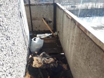 В Нижнем Тагиле залетевший на соседский балкон непотушенный окурок стал причиной пожара