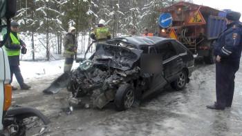Под Нижним Тагилом при столкновении двух машин погибли три человека