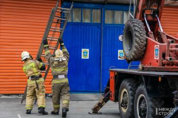 В МЧС рассказали журналистам об оперативной обстановке в Нижнем Тагиле, дали рекомендации по пожарной безопасности и провели экскурсию в честь дня рождения пожарной лестницы (ФОТОРЕПОРТАЖ)