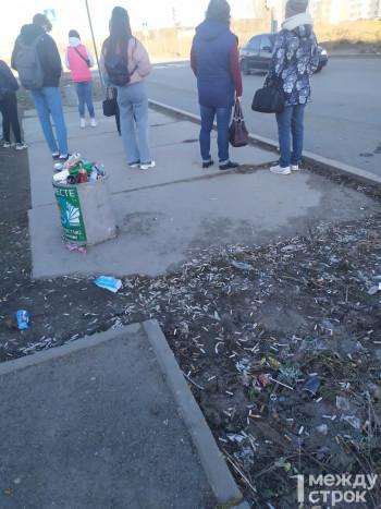 Жители ГГМ жалуются, что их район погряз в мусоре