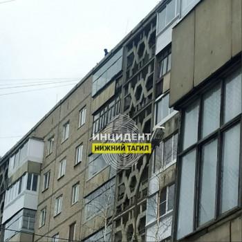 В Нижнем Тагиле с крыши девятиэтажного дома упал мужчина