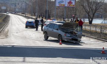 Появилось видео момента ДТП на перекрёстке Красноармейской и Серова