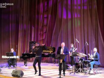 Финалист шоу «Голос» из Конго зажёг в Нижнетагильской филармонии