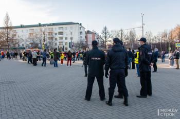 Четверо задержанных: в Нижнем Тагиле прошла акция в поддержку Алексея Навального (ФОТОРЕПОРТАЖ)