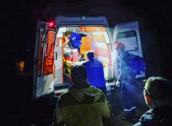 Под Черноисточинском спасатели вытащили из леса рыбака со сломанной ногой