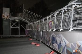 В Екатеринбурге на ЕКАД из-за фуры обрушился пешеходный мост. Сбежавший водитель задержан