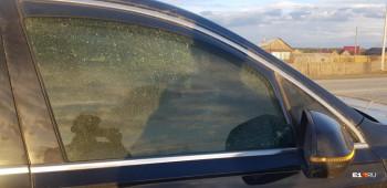 На трассе под Нижним Тагилом неизвестные обстреляли Audi екатеринбургского адвоката