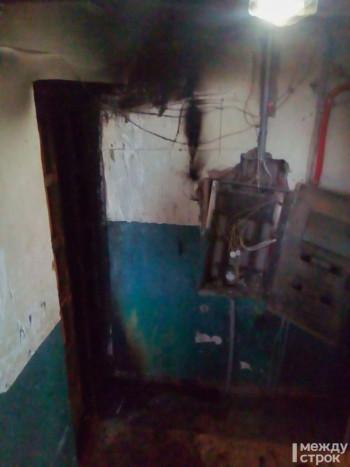 В Нижнем Тагиле из-за захламлённого подъезда начался пожар в многоквартирном доме