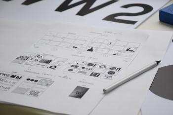 В 42 года бросить работу, чтобы рисовать числа. Художник из Вологды привёз в Нижний Тагил необычный проект-головоломку