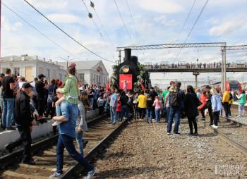 В Нижний Тагил прибыл ретропоезд времён Великой Отечественной войны. Посмотреть на уникальный армейский эшелон пришли около тысячи человек