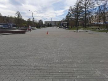 В Нижнем Тагиле ГИБДД разыскивает скутериста, сбившего женщину на площади Славы