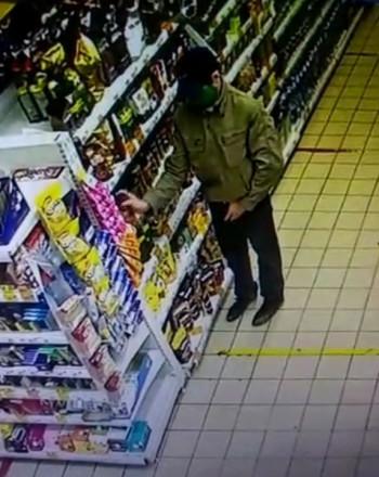 Полиция Нижнего Тагила разыскивает магазинного воришку (ВИДЕО)