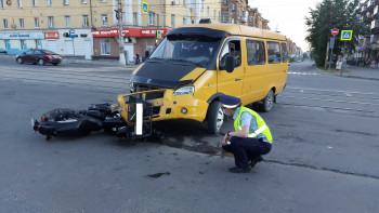 В Нижнем Тагиле мотоциклист получил тяжёлые травмы в ДТП с маршрутной «Газелью»
