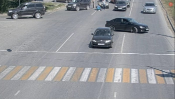 В Нижнем Тагиле водители «Газели» и KIA устроили драку прямо на дороге. Один в больнице