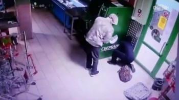 В Свердловской области неизвестные взорвали банкомат Сбербанка и украли 1,5 млн рублей (ВИДЕО)