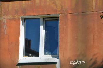 В Нижнем Тагиле жильцы квартала на проспекте Мира страдают от футболистов