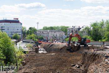 «Пока всё идёт нормально». Владислав Пинаев проверил ход реконструкции моста на Циолковского