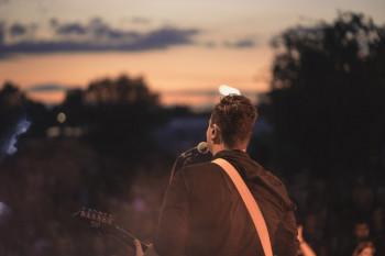 В Нижнем Тагиле местная радиостанция запускает конкурс для исполнителей, итогом которого станет музыкальный фестиваль