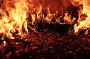 В Нижнем Тагиле в результате двух пожаров сгорели бесхозный автомобиль и садовый дом