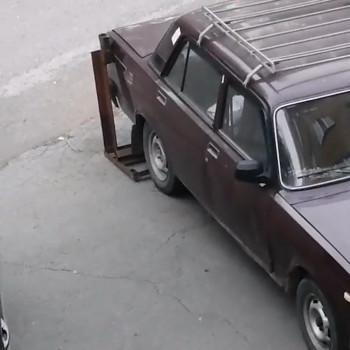 Автолюбитель из Нижнего Тагила придумал оригинальный способ обезопасить себя от «бензиновых сосунов» (ВИДЕО)