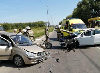 В Нижнем Тагиле на Вагонке столкнулись Lada и Hyundai (ВИДЕО)