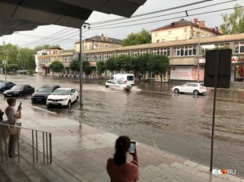 Екатеринбург утонул после ливня (ВИДЕО)