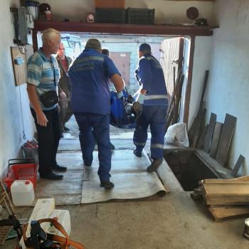 В Нижнем Тагиле двое мужчин потеряли сознание во время покрасочных работ в погребе гаража