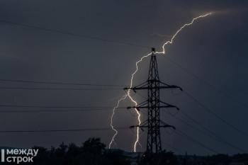 Грозы, сильный ветер и град ожидаются в Свердловской области в ближайшие сутки