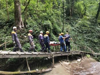 В горах Сочи спасли туриста из Нижнего Тагила, который получил травму ноги