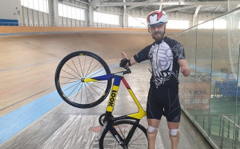 Велогонщик изЕкатеринбурга взял золото иустановил мировой рекорд наПаралимпиаде