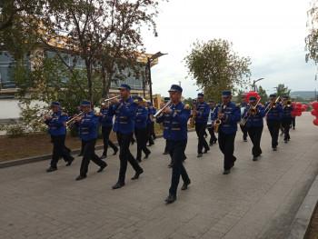 Оркестр «Тагил-бэнд» прошёл маршем по набережной Тагильского пруда