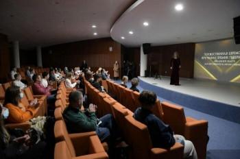 Более 300 школьников получили премии губернатора Свердловской области