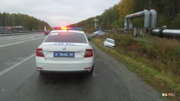 На Серовском тракте пострадал водитель Volkswagen, машина которого слетела в кювет