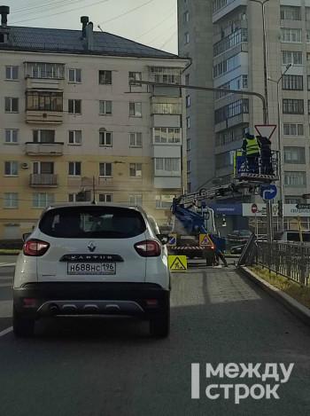 Из-за установки светофора в центре Нижнего Тагила образовалась большая пробка